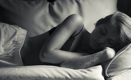 simtomi v zvezi s spanjem